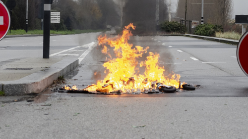 Fonderie de Bretagne : siège devant la sous-préfecture