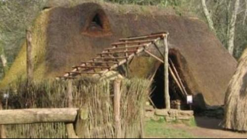 Melrand: à la découverte du Moyen-Age au village de l'An Mil