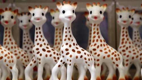 Sophie la Girafe entre au musée Grévin
