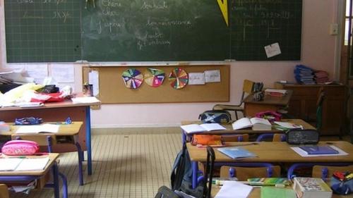 Covid-19: en Charente-Maritime, un cluster oblige l'école de...