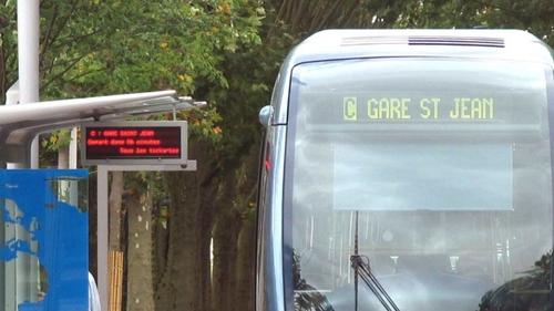 Bordeaux : des adolescentes font les poches d'une personne âgée