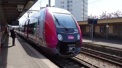 Des gares Transilien sans guichets ? La SNCF y pense dans les...