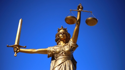 Loiret : deux jeunes condamnés pour avoir menacé d'incendier la...