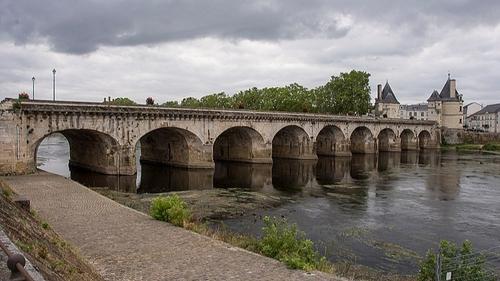 Châtellerault : le pont Henri IV fermé aux voitures pour travaux