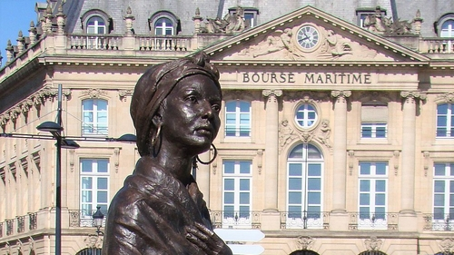 Statue recouverte de blanc à Bordeaux : il s'agissait d'un moulage