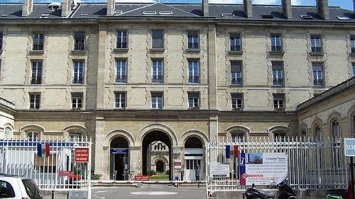 Le gynécologue parisien accusé de viols écarté de ses...