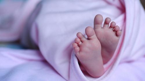 """Echangée à sa naissance """"par erreur"""", une femme réclame 3 M d'euros"""