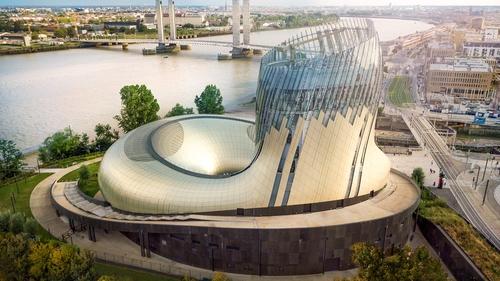 Bordeaux : la Cité du Vin clôture sa saison estivale avec sérénité