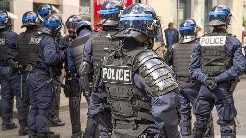 COVID : la vaccination bientôt obligatoire pour les policiers ?