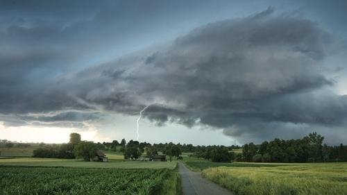 Météo du week-end : des orages, des averses et quelques éclaircies