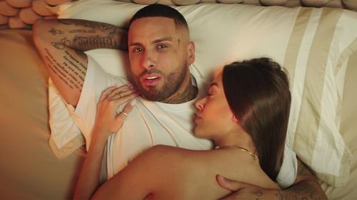 """Nicky Jam cède à la tentation dans son dernier morceau """"Miami"""" (vidéo)"""