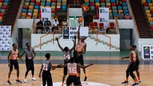 Des jeunes basketteurs africains à l'école de la NBA à Abidjan