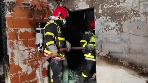 Saint-Jean-Pla-de-Corts : une maison en flammes et un septuagénaire...