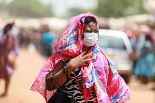 """Covid-19 :""""pas rassurés"""", les Togolais se ruent vers les centres de..."""