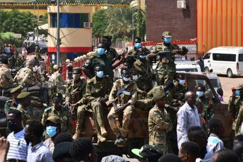 Soudan: les militaires aux abois refusent un pouvoir civil...