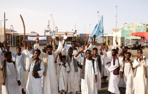 Les manifestants de l'Est visent le poumon commercial d'un Soudan...