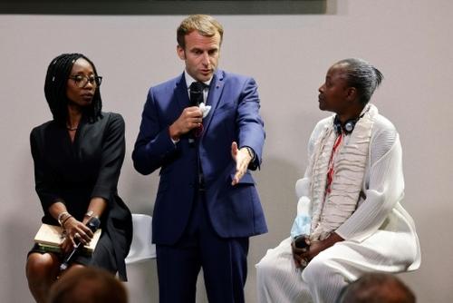 Au sommet Afrique-France, Macron interpellé par la jeunesse africaine