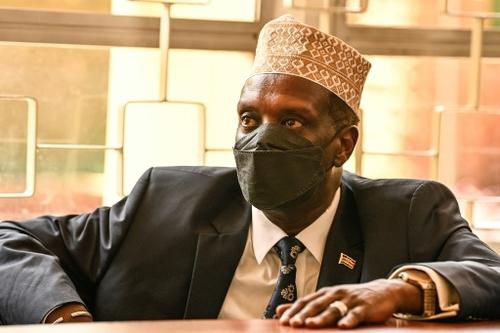 Lourdes peines pour un ex-ministre et un responsable kényans pour...