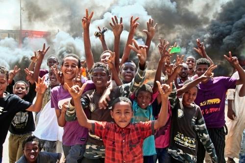Coup d'Etat au Soudan: appels à libérer le Premier ministre retenu...