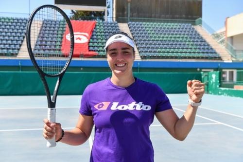Tennis: Ons Jabeur, au firmament du tennis mondial, les pieds sur...