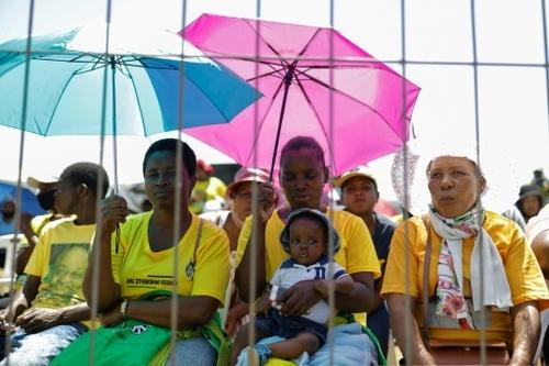"""En pays zoulou, des milliers de personnes en """"prière pour Jacob Zuma"""""""