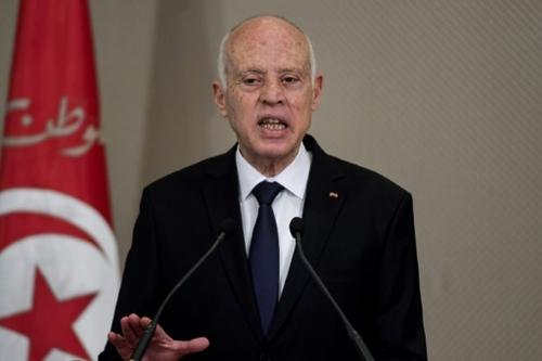 Tunisie: le président Saied renforce ses pouvoirs
