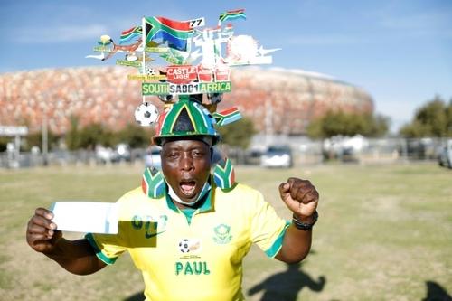 Covid: l'Afrique du Sud célèbre le retour des fans dans un stade de...