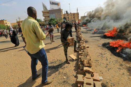 Coups de fouet et de filet: le Soudan renoue avec ses vieilles...