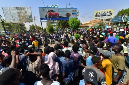 Putsch au Soudan: tirs de lacrymogènes contre les manifestants,...