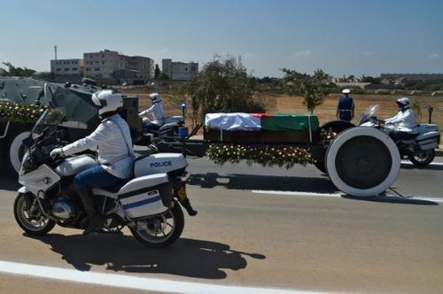 Algérie: l'ex-président Bouteflika inhumé avec moins d'honneurs que...