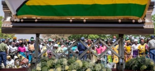 """Zimbabwe: Mugabe souffrait d'un """"cancer à un stade avancé"""""""