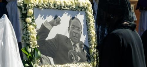 Zimbabwe: l'ex-président Mugabe a laissé 10 millions de dollars et...