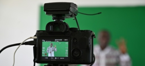 Coronavirus en Afrique: la télévision comme tableau noir pour...