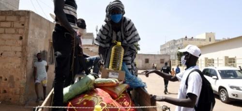 Le Sénégal distribue massivement des vivres pour amortir le choc du...