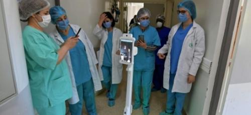 En Tunisie, un robot pour aider les soignants face au coronavirus