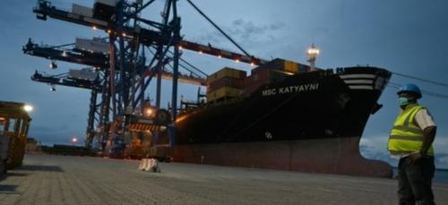 Le port d'Abidjan, porte d'entrée de l'Afrique de l'Ouest, résiste...
