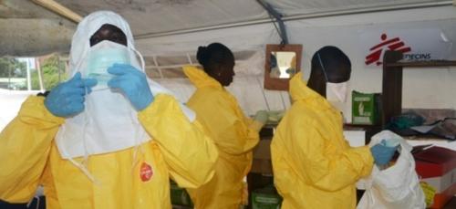 """Les """"hommes en jaune"""" de Médecins sans frontières de retour en Guinée"""