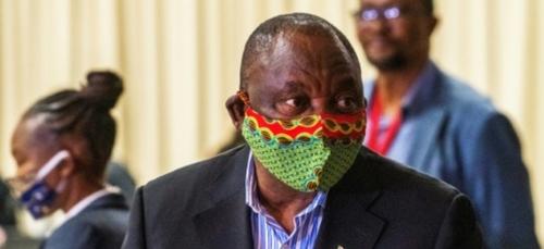 En Afrique du Sud, le président à l'épreuve de la pandémie de...