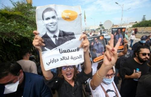 Algérie: les médias francophones publics appellent à libérer Khaled...