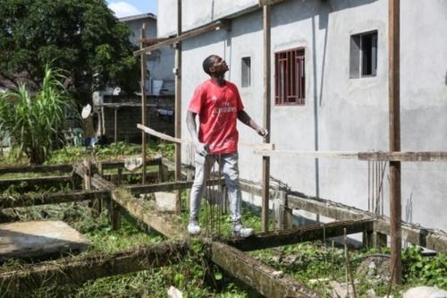 Au Gabon, les footballeurs professionnels luttent pour survivre