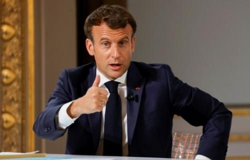 Vaccins: Macron appelle les labos à donner 10% des doses aux pays...