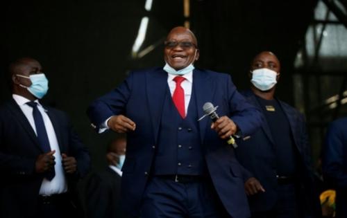 Jacob Zuma, un ancien président charismatique et clivant en Afrique...