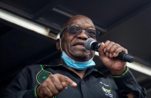 L'ex-président Zuma en prison, test pour la jeune démocratie...