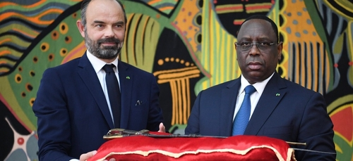 La France remet au Sénégal le sabre d'El Hadj Oumar Tall