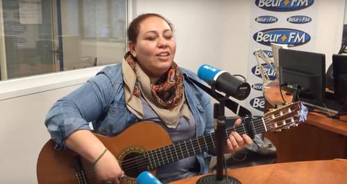 Vidéo : Samira Brahmia reprend Slimane Azem en direct sur Beur FM
