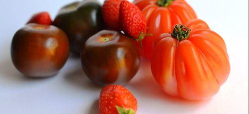 Recette : Salade de tomates aux fraises et au basilic