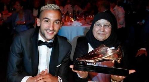L'international marocain Hakim Ziyech élu joueur de l'année du...