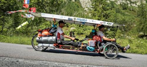 Deux marocains parcourent plus de 13 000 kilomètres sur un tricycle...