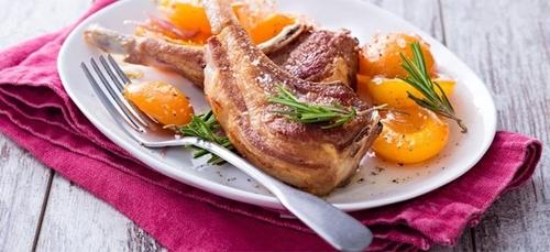 Recette : Côtes d'agneau, aux abricots et au romarin