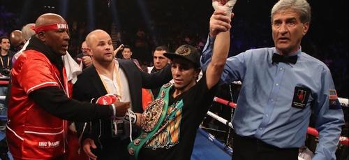 Nordine Oubaali sacré champion du monde de boxe à Las Vegas !